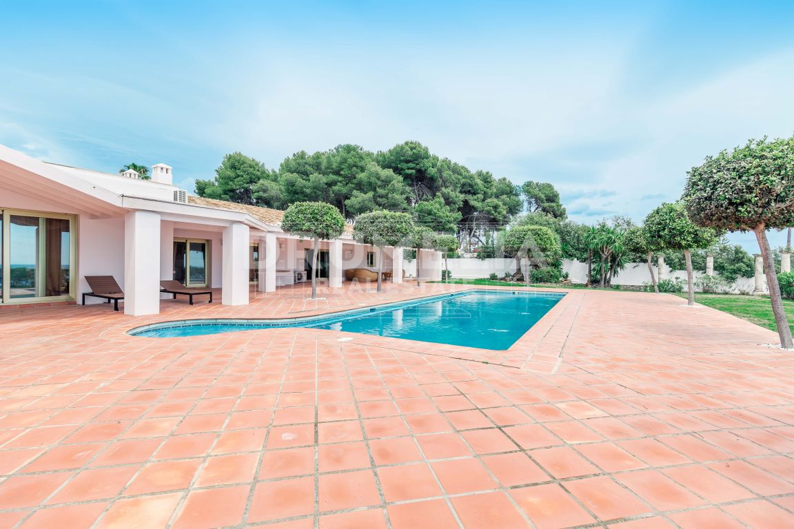 Estepona, Exceptional Frontline Villa in Benamara, New Golden Mile, Estepona  (For sale or rent)