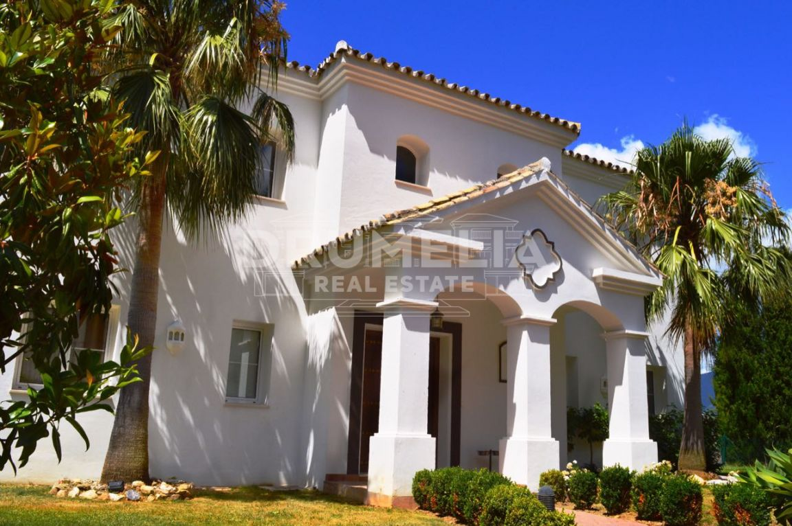Istan, Marvellous Villa in Sierra Blanca Country Club, Istán