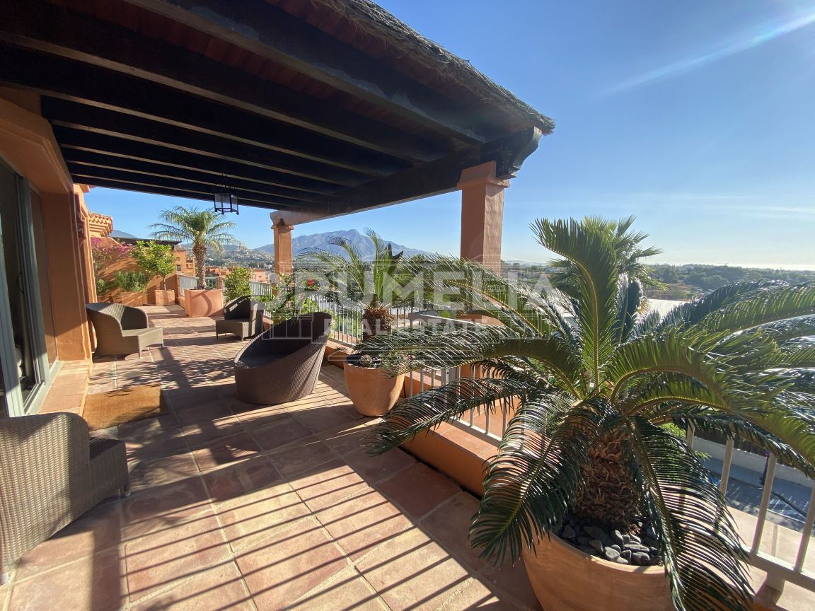 Fabulous Penthouse in Golf- Resort- Style Benatalaya, Benahavis