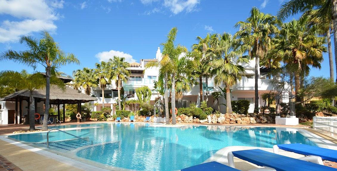 Delux estates inmobiliaria en marbella for Jardines del puerto puerto banus