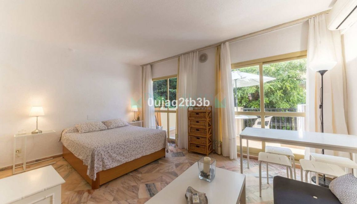 Apartment in Elviria, Marbella East