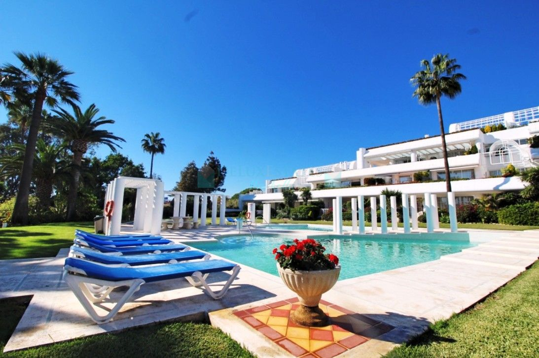 Penthouse for rent in  New Golden Mile, Estepona