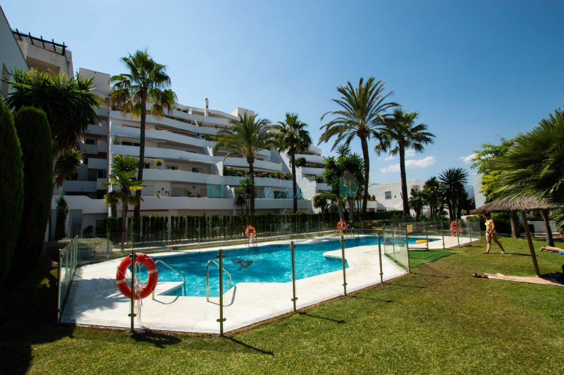 Middle Floor Apartment, Puerto Banús, Costa del Sol. 3 Bedrooms, 2 Bathrooms,