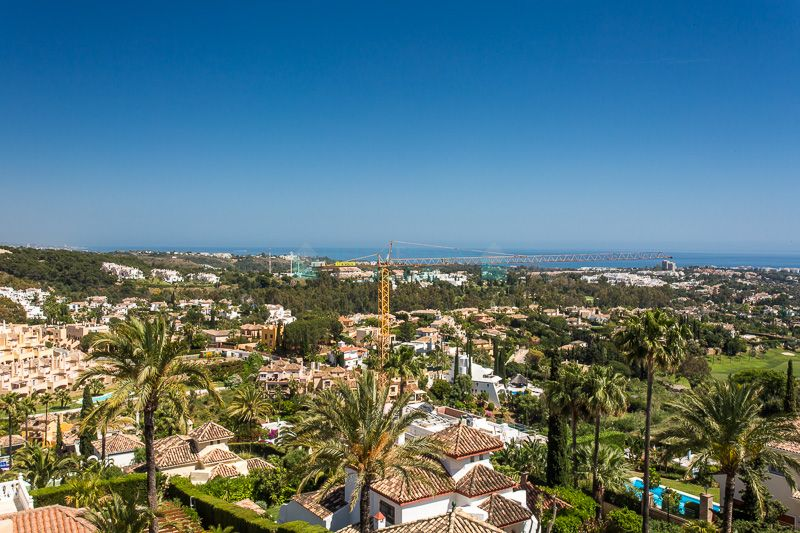 Stunning, palatial penthouse-duplex with breath taking panoramic views over the golf valleys, mountains and the Mediterranean