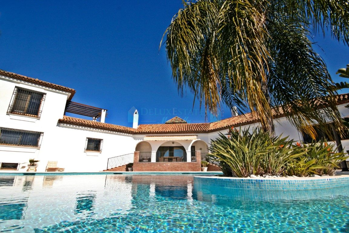 A truly beautiful cortijo style villa, with stunning views out to sea and Gibraltar.