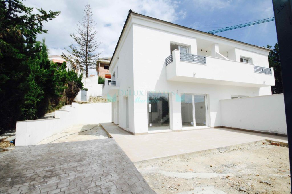 Semi Detached House in Lindasol, Marbella East