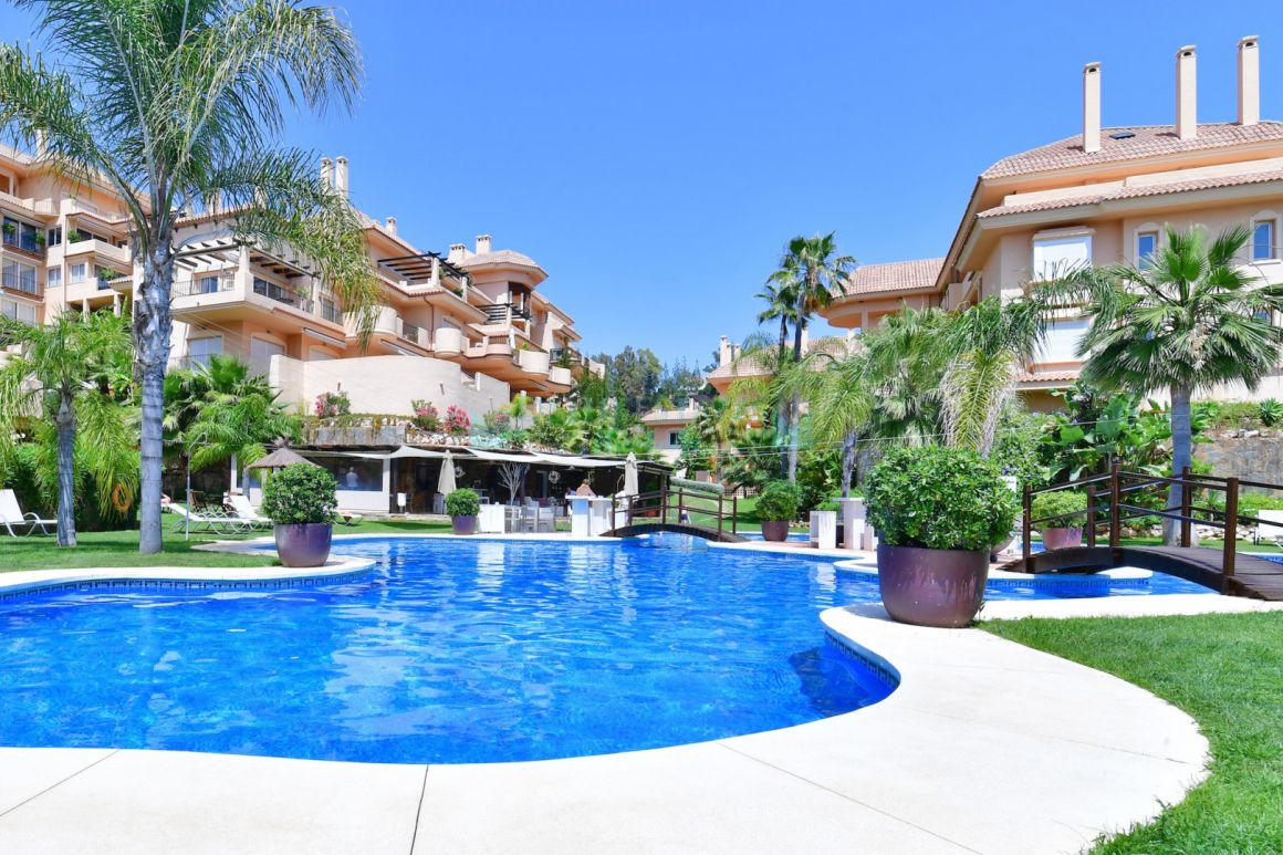 Stunning duplex penthouse for sale in Nueva Andalucia, Costa del Sol