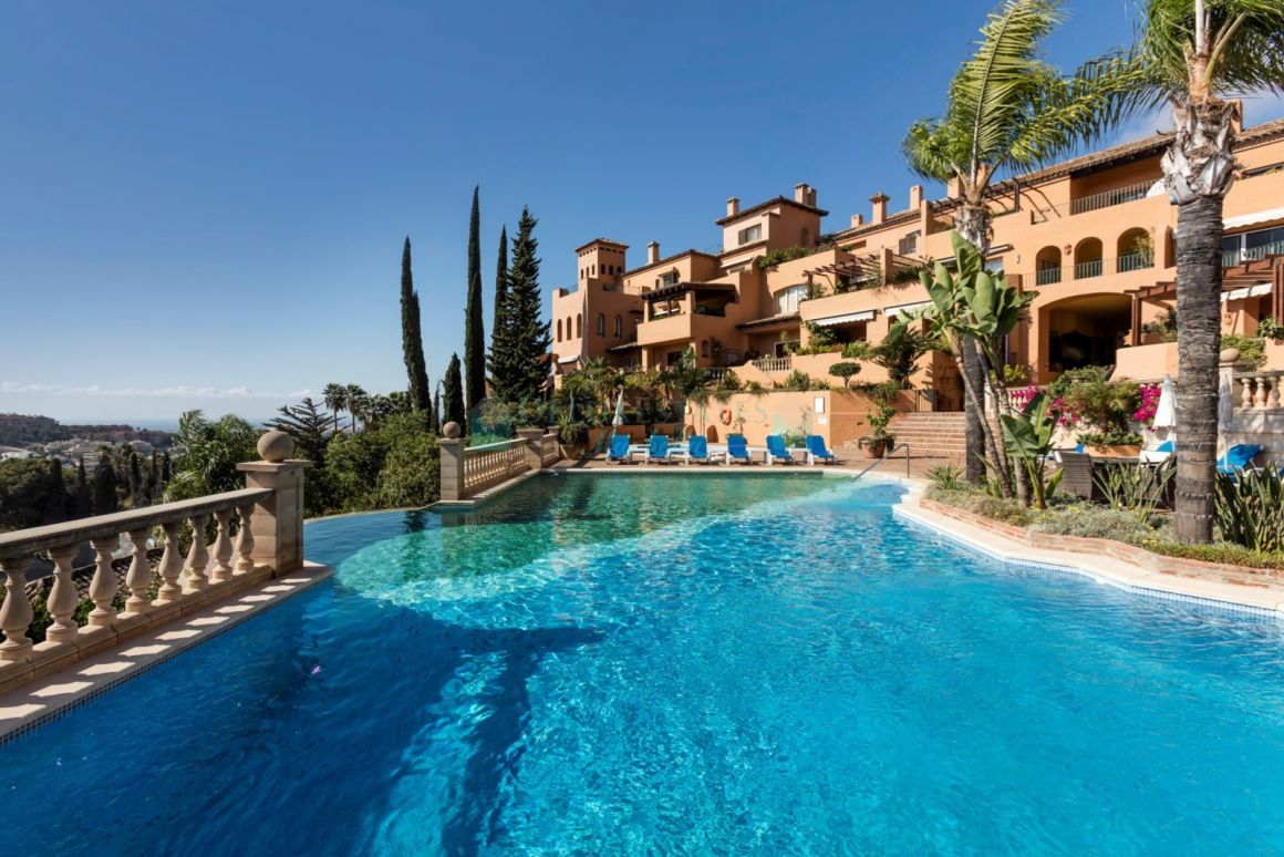 Spectacular duplex penthouse for sale in Nueva Andalucia, Costa del Sol