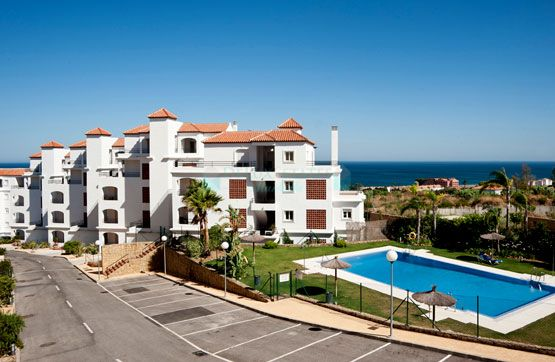Elegant apartment with sea views for sale in Manilva, Costa del Sol