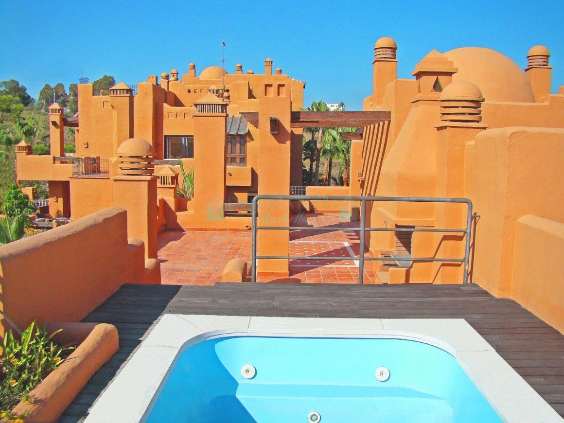 Amazing second floor penthouse for sale in Marbella Golden Mile, Costa del Sol