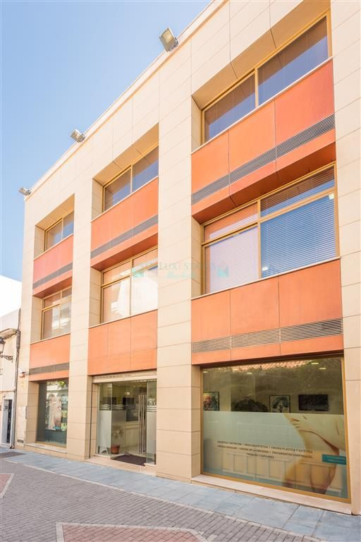 3 floor building for sale in the center of San Pedro Alcantara, Costa del Sol
