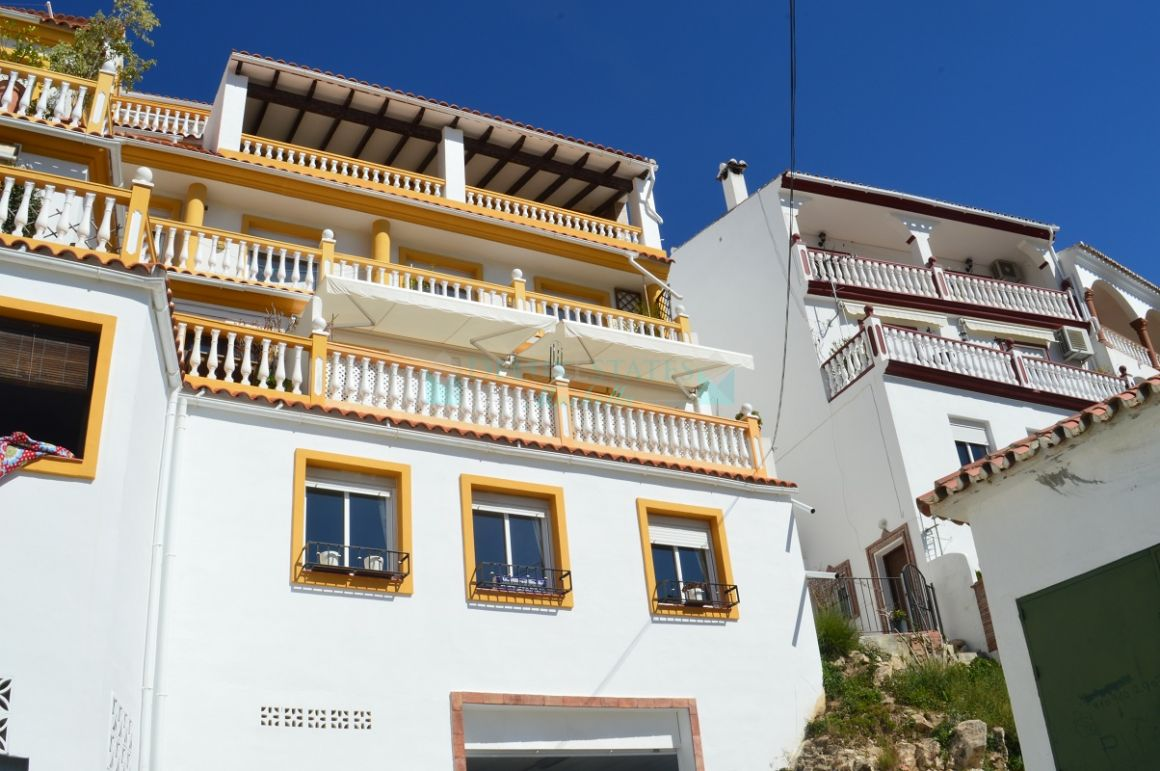 Very nice and bright duplex apartment for sale in Ojen, Costa del Sol