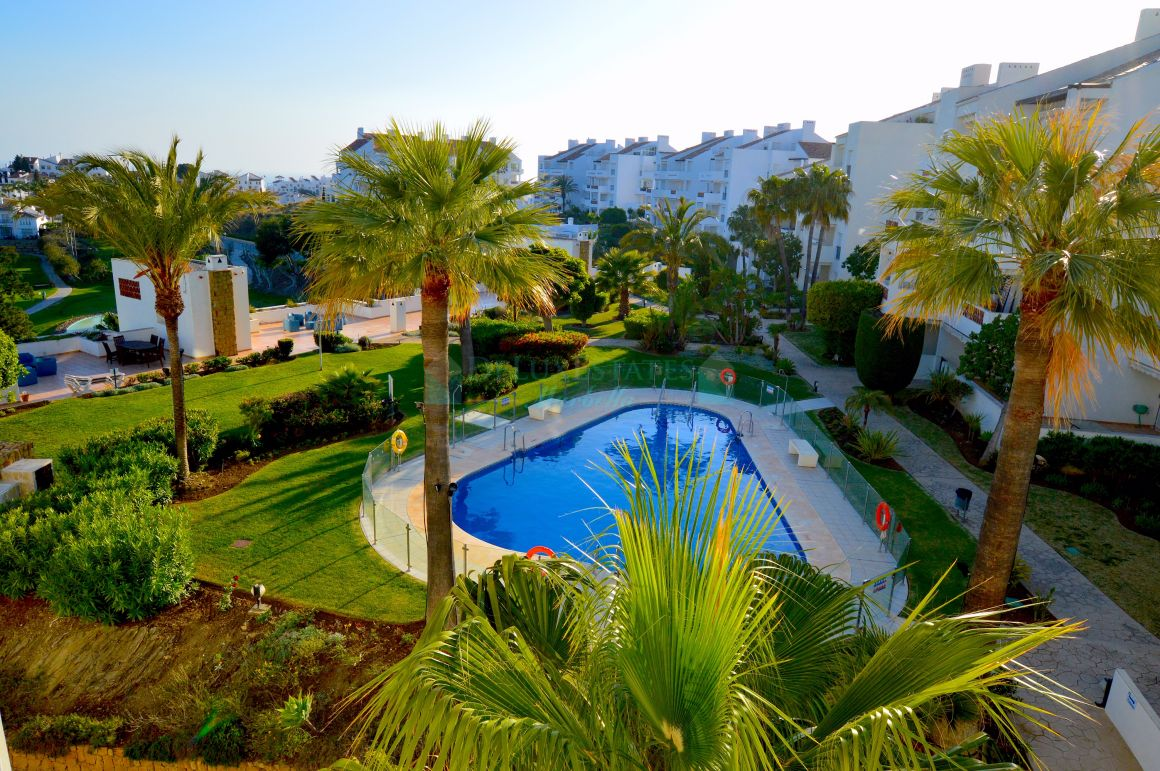 Wonderful duplex penthouse with amazing views of the sea, golf and mountains