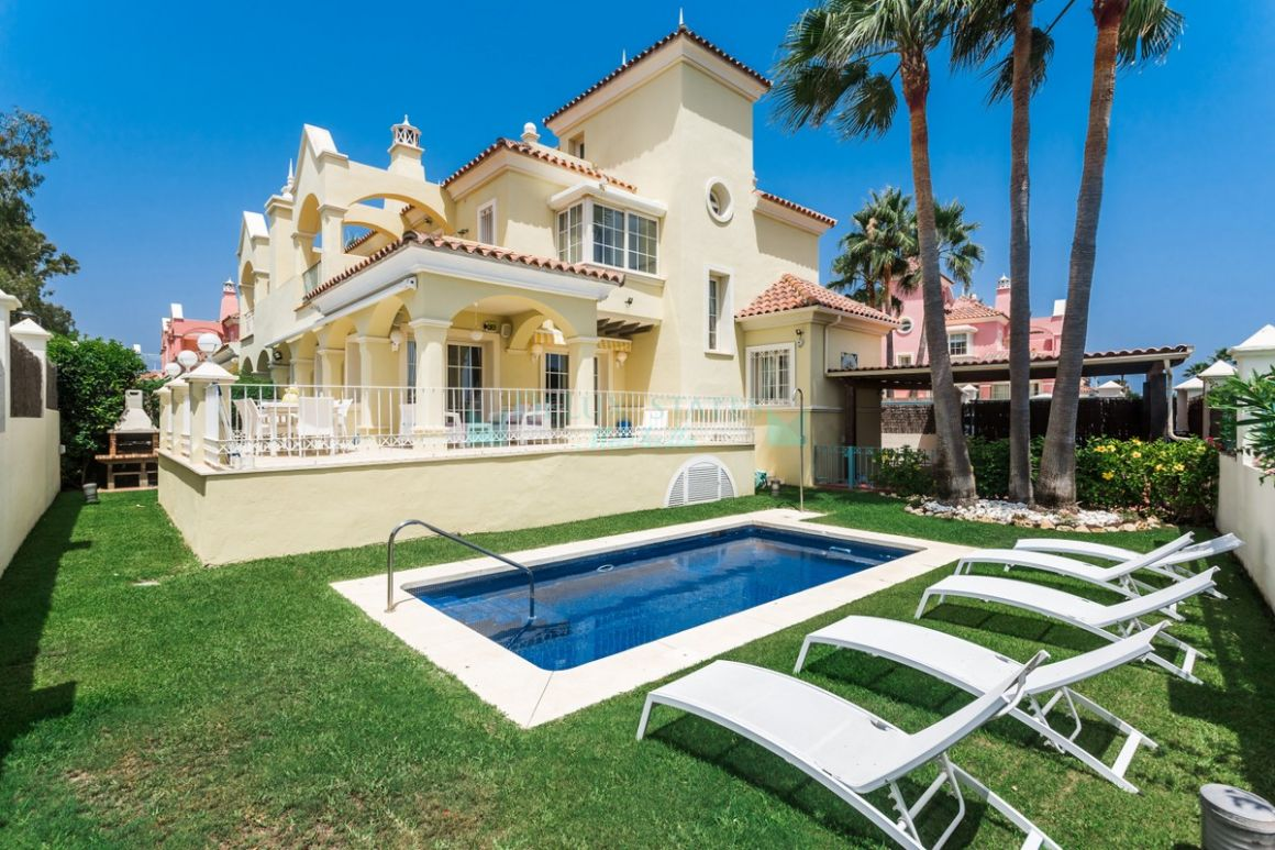 Semi Detached Villa for rent in Marbella - Puerto Banus