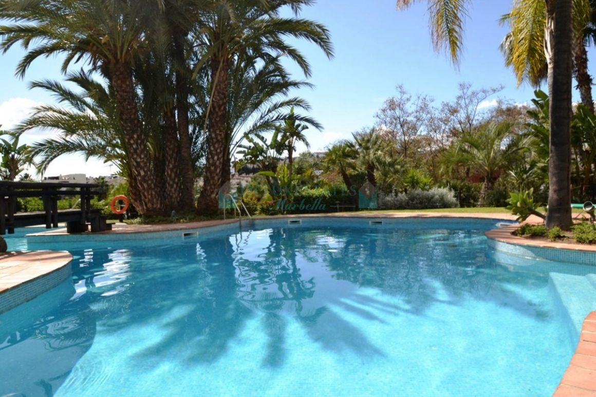 Apartment in El Paraiso, Estepona