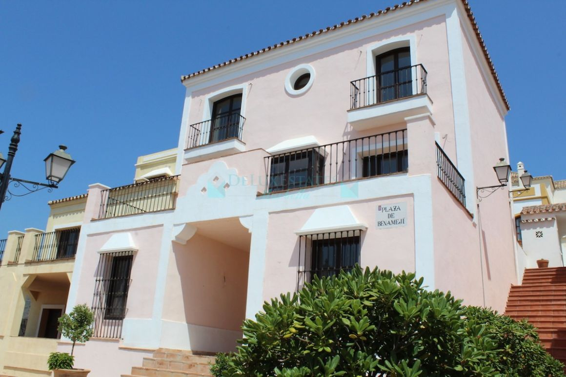 Town House for sale in Benahavis