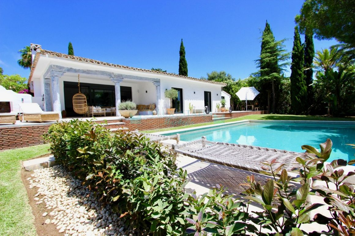 Villa for rent in  Hacienda las Chapas, Marbella East