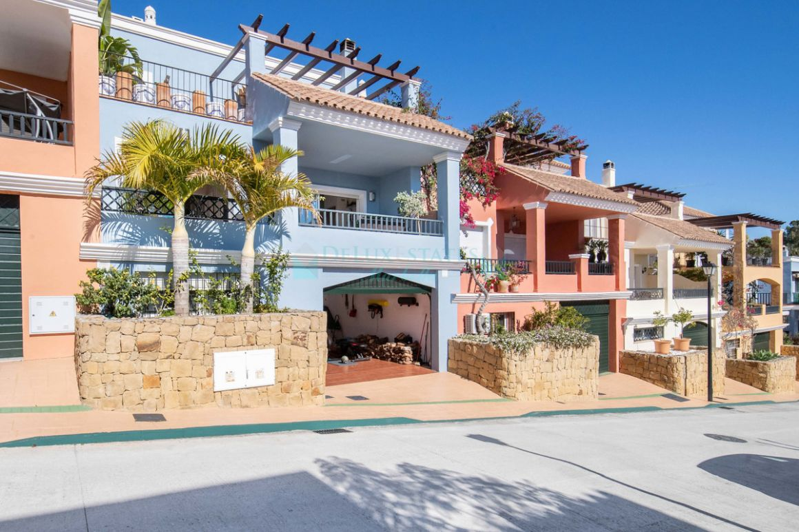 Town House for sale in Nueva Andalucia