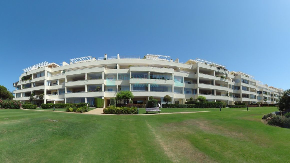 Penthouse for rent in  Cabopino, Marbella East