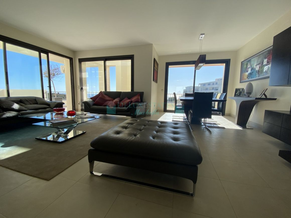 Penthouse for rent in  Los Altos de los Monteros, Marbella East