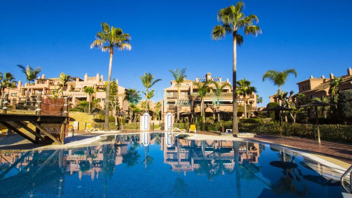 Penthouse for rent in  Hacienda del Sol, Estepona