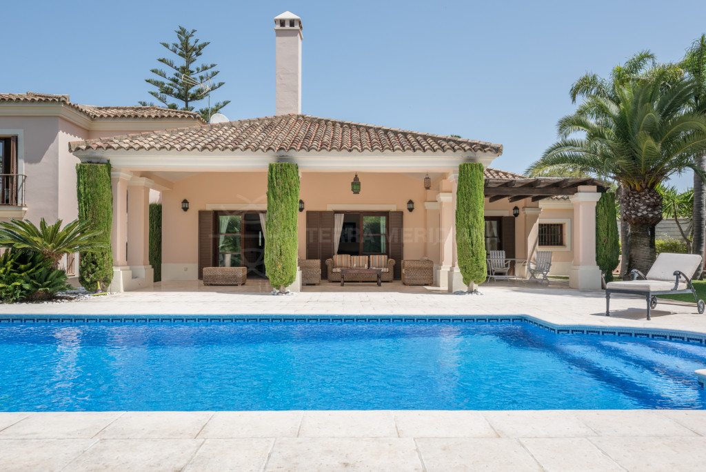 Sotogrande, Traditional Andalusian 5 bedroom villa for sale in Sotogrande,
