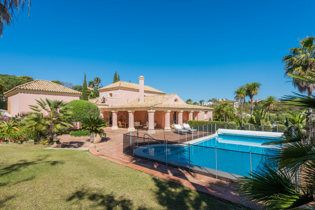 Sotogrande, Pretty Andalusian 5 bedroom villa for sale next to the Almenara Golf Course, Sotogrande with private pool and sea views