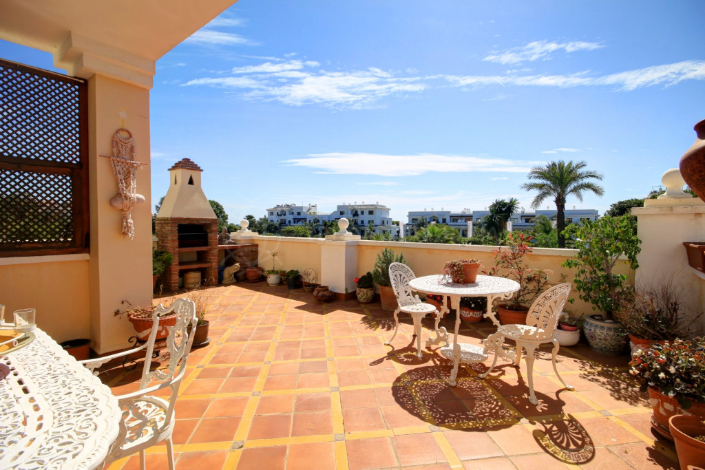 Estepona, Large townhouse for sale very close to the beach in Seghers, Estepona