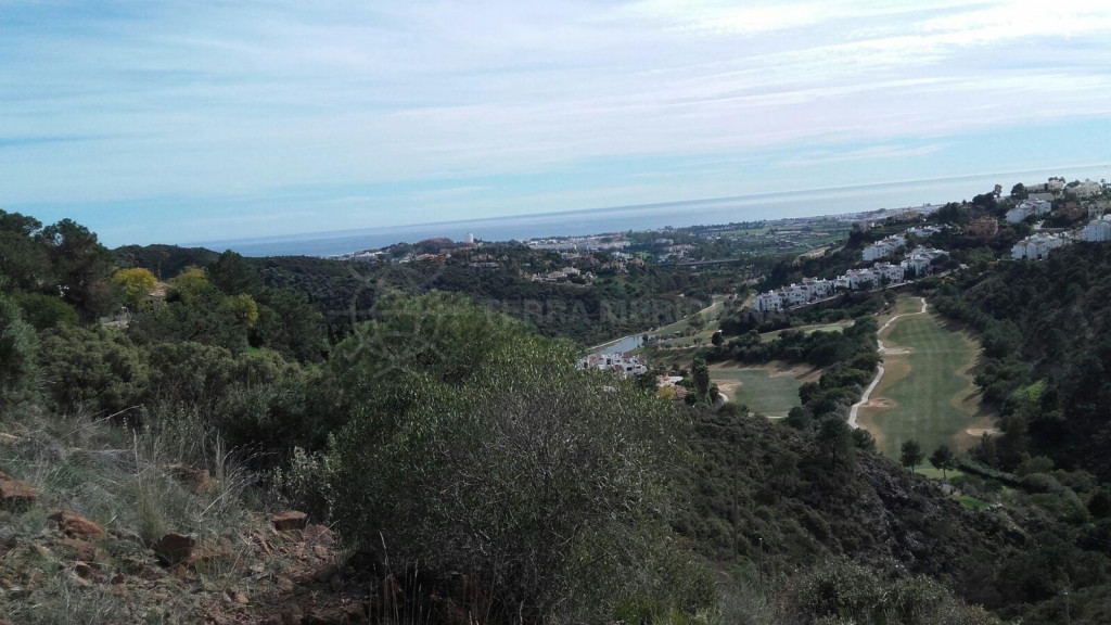 Benahavis, 3.689 m2 Plot with sea views for sale in El Madronal, can be sold alone or with adjacent plot