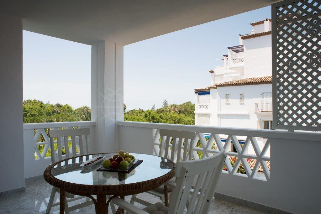 Marbella - Puerto Banus, Immaculate middle floor apartment for sale in Playas del Duque, second line beach Puerto Banus with 24 hour consierge