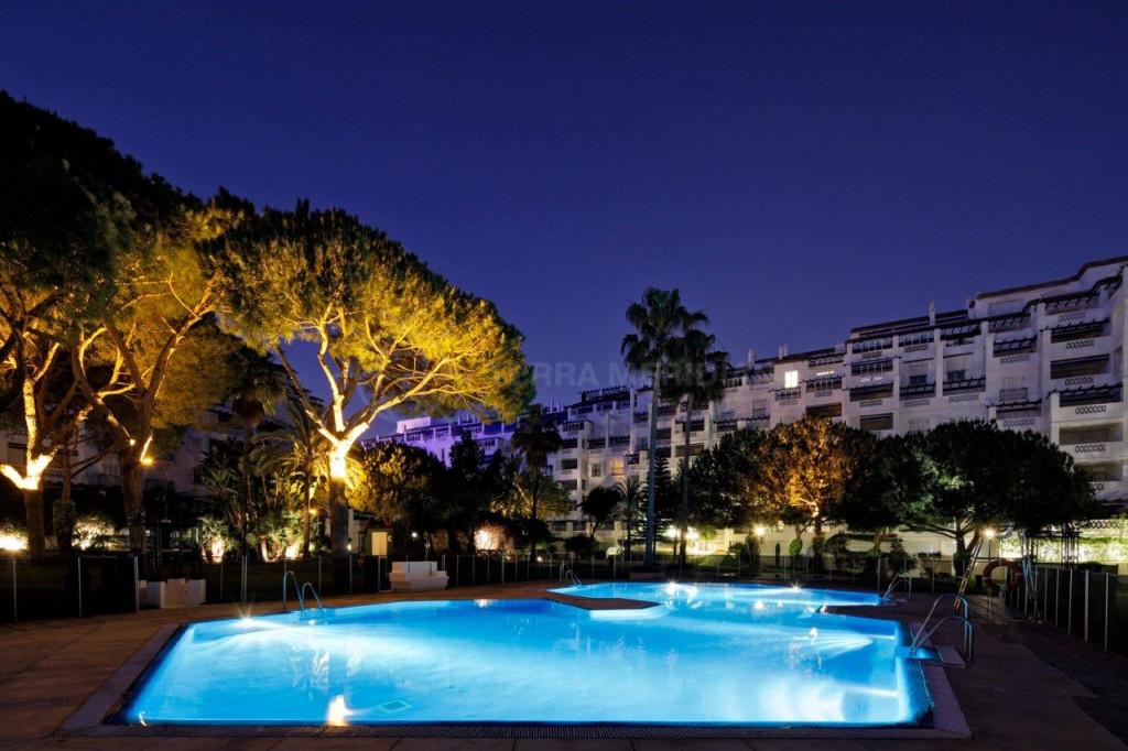 Marbella - Puerto Banus, Stunning first floor apartment for sale in Playas del Duque, exclusive residential complex in Puerto Banus, Marbella