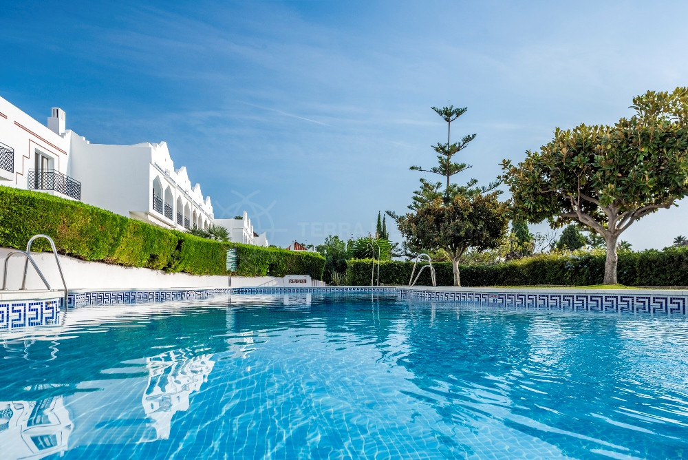 Nueva Andalucia, Reformed 4 bedroom one level townhouse for sale in Los Potros, Nueva Andalcuia with off road parking and community pool