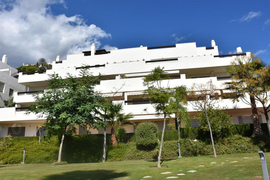 Benahavis, Beautiful 3 bedroom apartment for rent in La Azalia, Los Arqueros