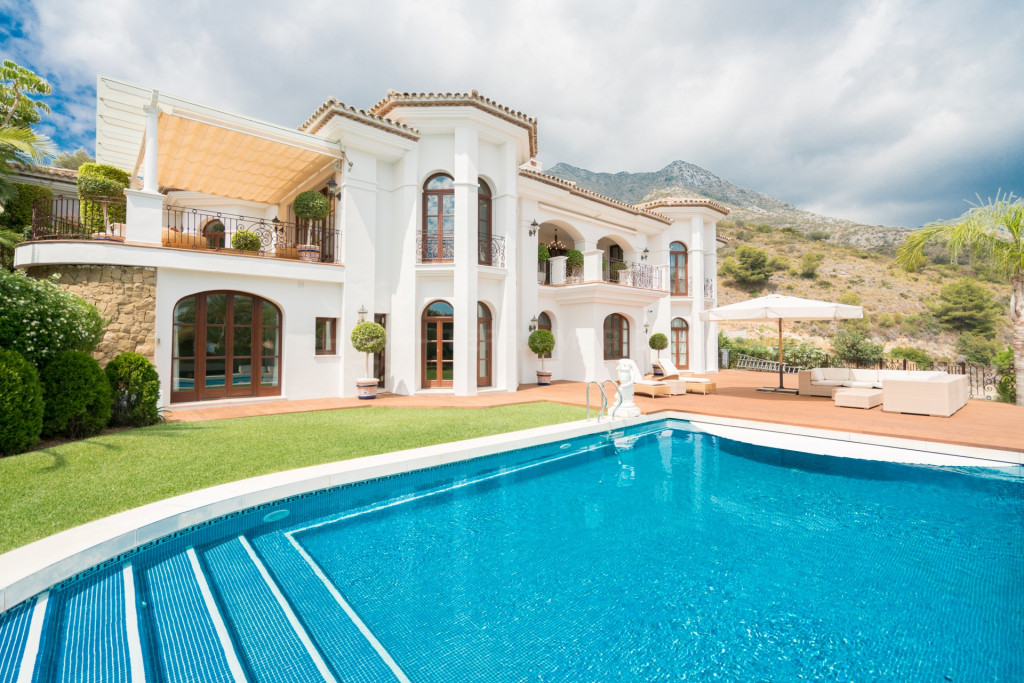 Marbella Golden Mile, Magnificent new 7 bedroom villa for sale in Sierra Blanca, elevated plot with sea views, private pool and garage