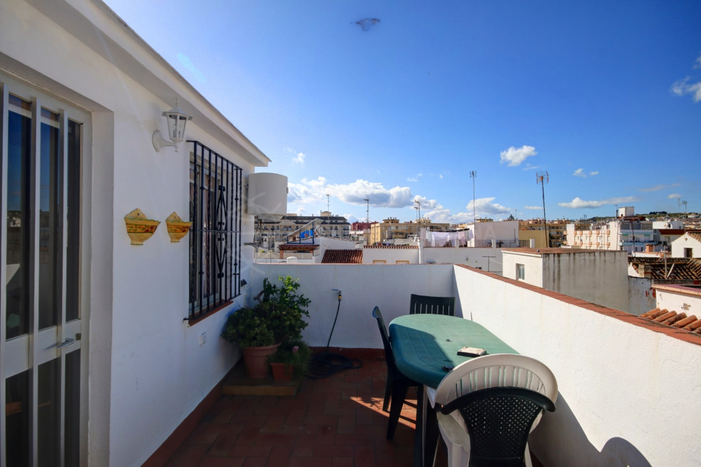 Estepona, Reformed townhouse for sale in Estepona centre, very close to the beach and all amenities