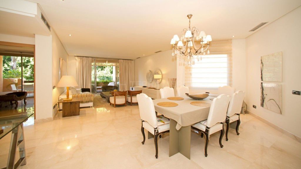 Marbella Golden Mile, Large 3 bedroom apartment for sale on the Golden Mile, Mansion Club, Marbella