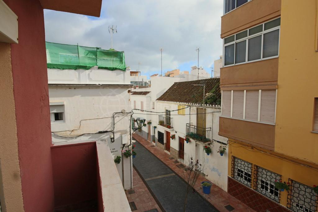 Estepona, 5 storey building for sale to reform in the centre of Estepona
