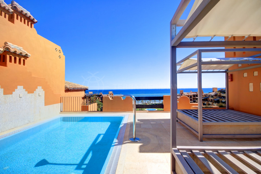 Estepona, Frontline 4 bedroom penthouse for short term rent in Los Granados del Mar, Estepona