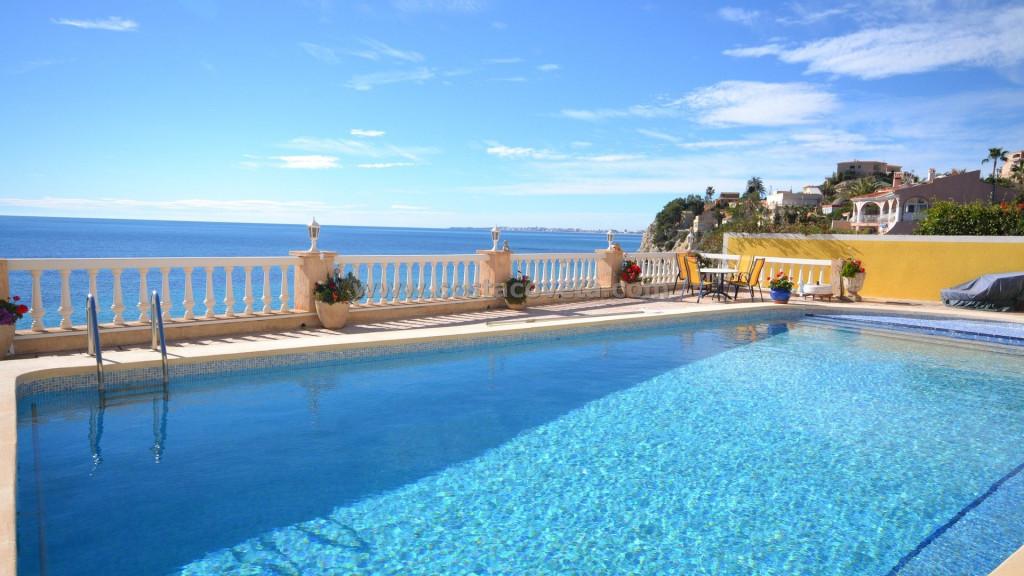 El Campello, A beautiful front-line beach villa.