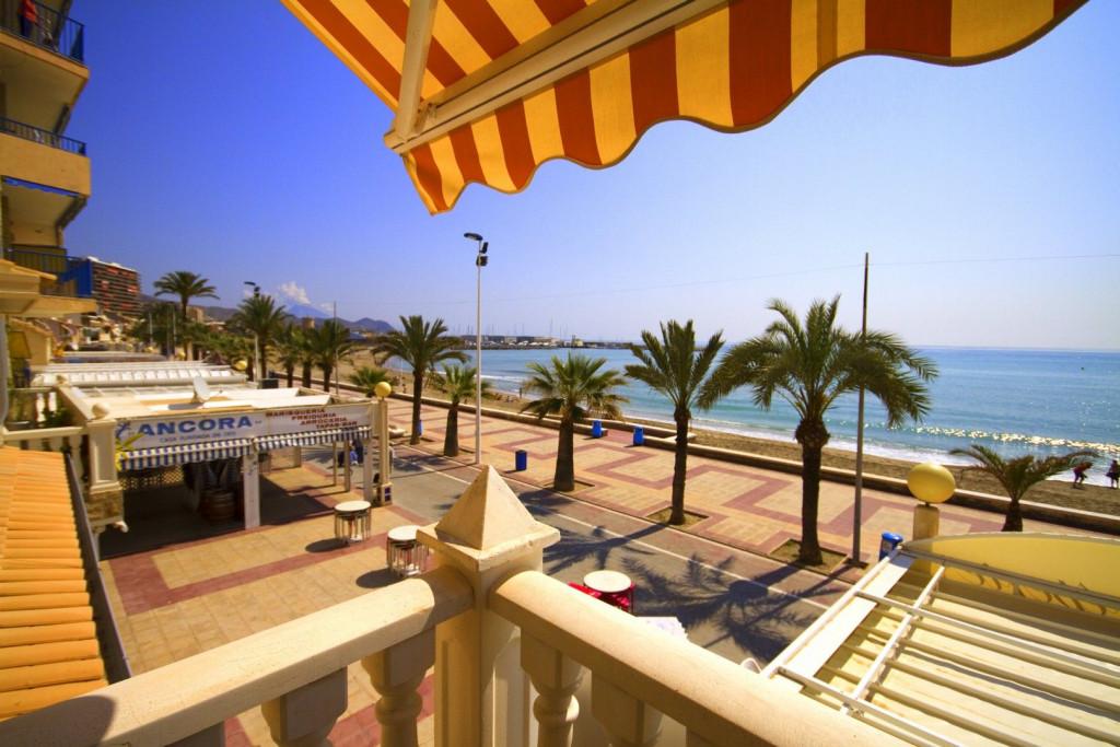El Campello, Luxury apartment direct on promenade most stunning location.