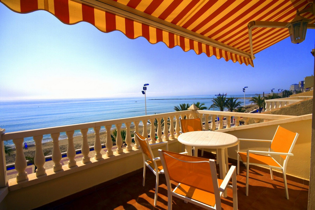 El Campello, Luxury apartment with elevator in very first line of beach and promenade in El Campello with the most superb views.
