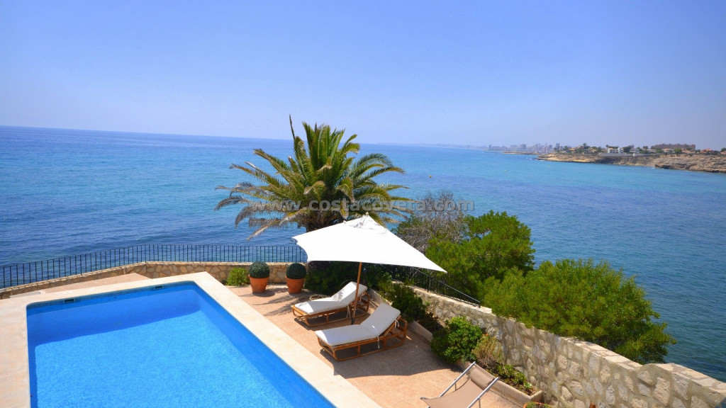 El Campello, Unique imposing villa with pool on the first-line on the Mediterranean and private sea access.