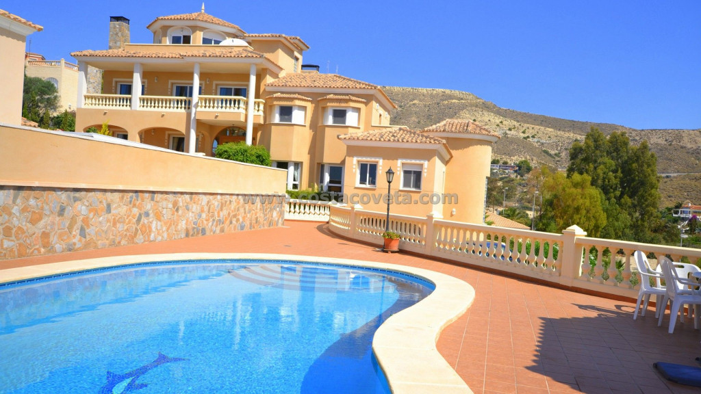 El Campello, Luxury villa with panoramic views, pool and large plot in Coveta Fuma.