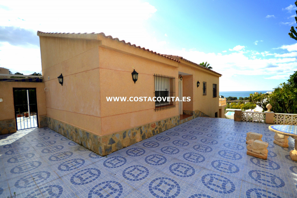 Great holiday property with pool, Jacuzzi and sea views in la Coveta Fuma