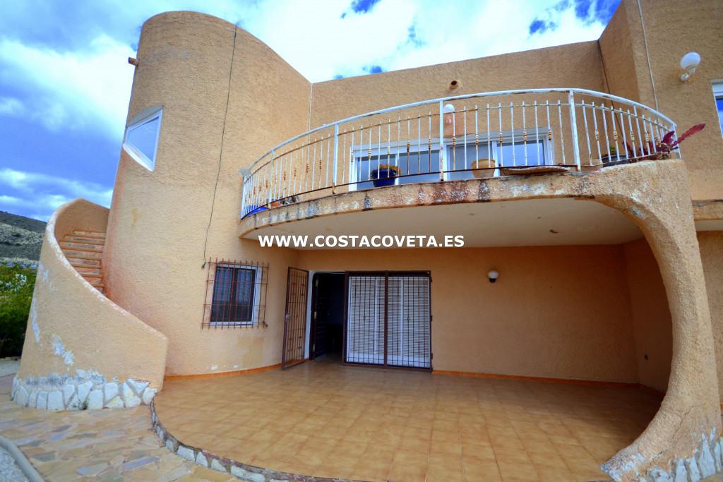Charming Ibiza style house in need of complete renovation in la Coveta Fuma