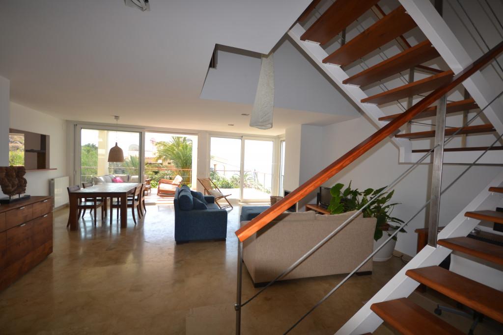 Wonderful modern property near the sea