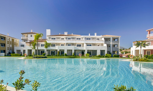 Estepona, Magnificent Mediterranean style apartment of 2 bedrooms in a comfortable and modern design.