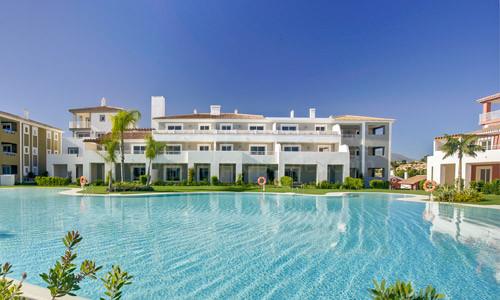 Estepona, Magnífico apartamento de estilo mediterráneo de 2 dormitorios en un diseño confortable y moderno.