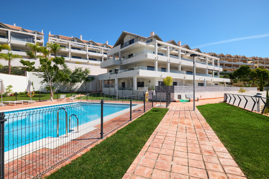 Estepona, Beautiful Raised Groundfloor Apartment