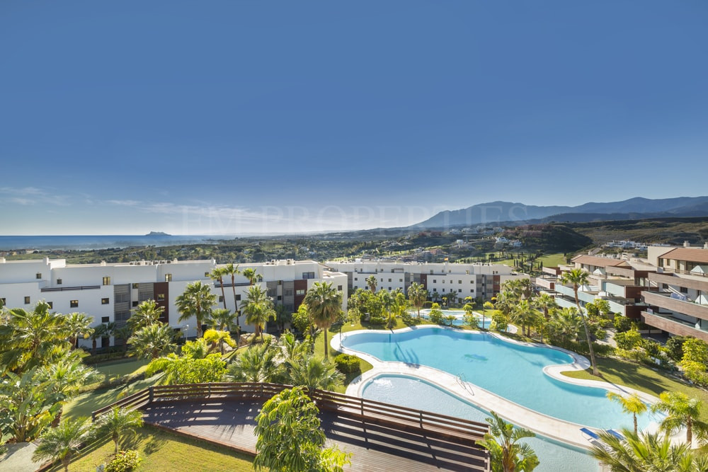 Benahavis, Exclusive residential complex of apartments next to Los Flamingos Golf
